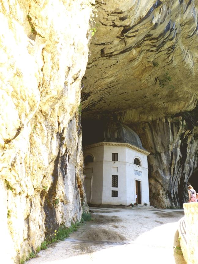 cave san vittore temple of valadier